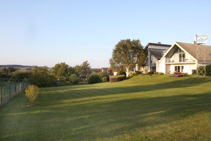 Aussenansicht mit Grundstück - Immobilie in Butzbach